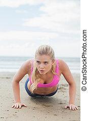 mulher bonita, fazendo, empurrão, ups, ligado, praia