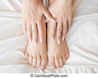 mulher bonita, femininas, pedicure, imagem, topo, bed., recortado, conceito, foto, bedroom., vista., pernas, horizontais