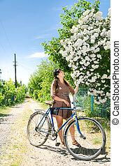 mulher bonita, flor, primavera, admirar, branca