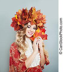 mulher bonita, folhas, coroa, outono, retrato, sorrindo