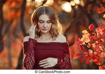mulher bonita, grávida, cabelo longo, loura, vestido, vermelho