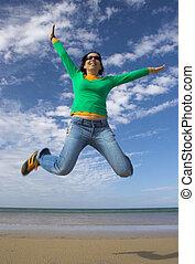 mulher bonita, grande, jovem, salto, fazer, praia