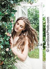 mulher bonita, jardim, beleza, primavera, jovem, rosa, ao ar livre