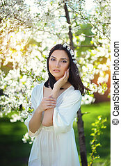 mulher bonita, jardim, florescer, jovem
