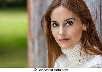 mulher bonita, jovem, cabelo, ao ar livre, retrato, vermelho