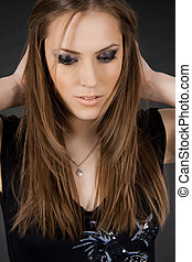 mulher bonita, jovem, cabelo longo, lustroso, retrato
