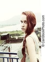 mulher bonita, jovem, cabelo longo, vermelho