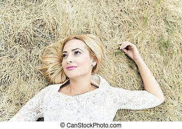 mulher bonita, jovem, feno, denominado, retrato