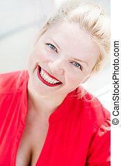 mulher bonita, jovem, loura, sorrindo, vermelho