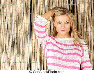 mulher bonita, jovem, mão, cabelo, loura, retrato