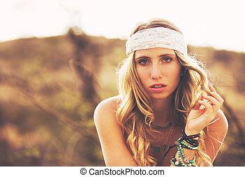 mulher bonita, jovem, moda, pôr do sol, backlit, retrato