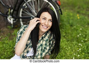 mulher bonita, jovem, telefone