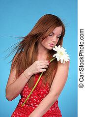 mulher bonita, jovem, vermelho, sundress