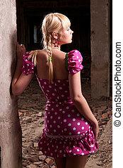 mulher bonita, ligado, a, ruínas