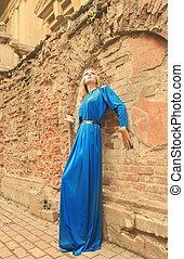 mulher bonita, longo, loura, ao ar livre, vestido