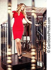 mulher bonita, loura, vestido, vermelho, close-fitting