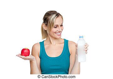 mulher bonita, maçã, água, segurando, sorrindo