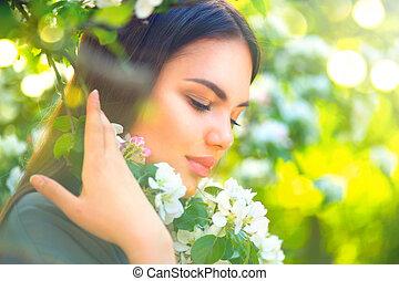 mulher bonita, maçã, natureza, primavera, árvore, jovem, florescer, desfrutando