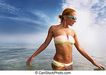 mulher bonita, mar