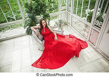 mulher bonita, modelo moda, em, vestido vermelho, em, branca, pavilhão
