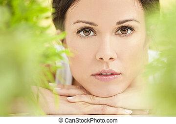 mulher bonita, natural, conceito, verde, spa, saúde