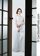 mulher bonita, noiva, elegante, posar, vestido