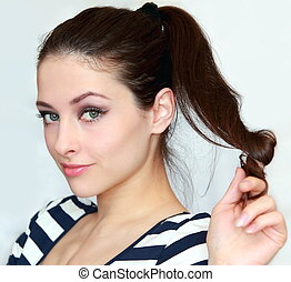 mulher bonita, olhar, flertar, jovem, cabelo, segurando