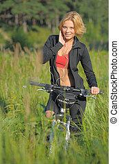 mulher bonita, parque bicicleta, jovem, escutar música