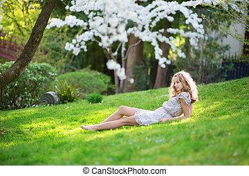 mulher bonita, parque, jovem, relaxante