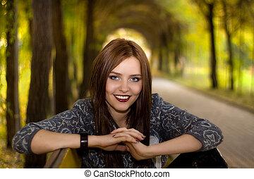 mulher bonita, parque, jovem, sentando
