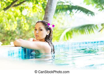 mulher bonita, piscina, relaxante