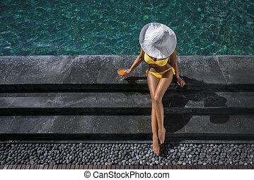 mulher bonita, por, a, piscina