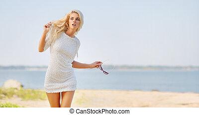 mulher bonita, praia, loura