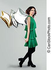 mulher bonita, primavera, jovem, verde, segurando, vestido, balões