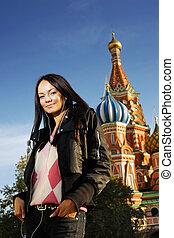 mulher bonita, quadrado, jovem, logo, são, catedral, russia., basil's, moscou, vermelho