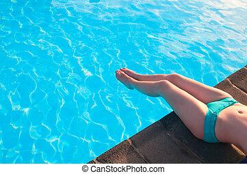 mulher bonita, relaxante, jovem, piscina, espanha, natação