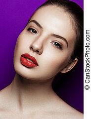 mulher bonita, roxo, maquilagem, lábios, fundo, vermelho