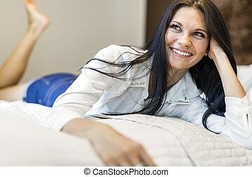 mulher bonita, sala, hotel, jovem, cama