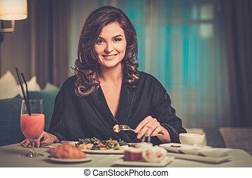 mulher bonita, sala, hotel, pequeno almoço, tendo