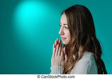 mulher bonita, sala, orando, jovem