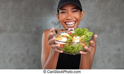 mulher bonita, salada, saudável, jovem, retrato, sorrindo