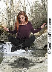 mulher bonita, sentando