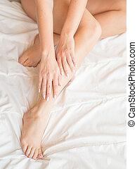 mulher bonita, sentando, concept., cama, epilation