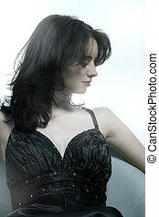 mulher bonita, sentando, jovem, pretas, cadeira, vestido