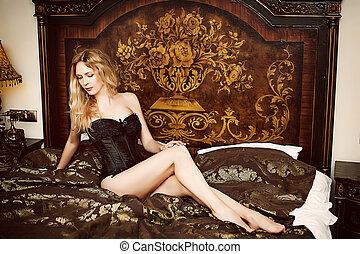 mulher bonita, sentando, jovem, retro, quarto, modelo