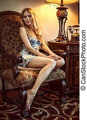 mulher bonita, sentando, poltrona, jovem, antigüidades, lar
