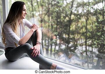 mulher bonita, sentando, recordativo, p, janela, borda, lar
