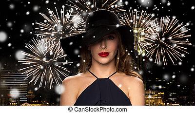 mulher bonita, sobre, fogo artifício, pretas, noturna,...