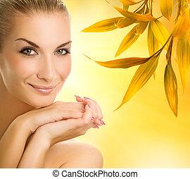 mulher bonita, sobre, jovem, outono, fundo, abstratos