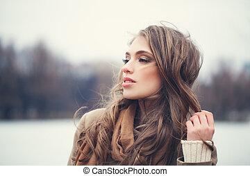 mulher bonita, sonhar, parque, jovem, ao ar livre, gelado